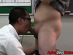 Tugged asian clothes-horse cums