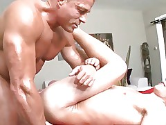 Bodybuilder massages twink..